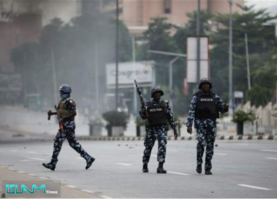 Nigerian forces walk in the streets of Abuja during clashes with members of the Islamic Movement of Nigeria