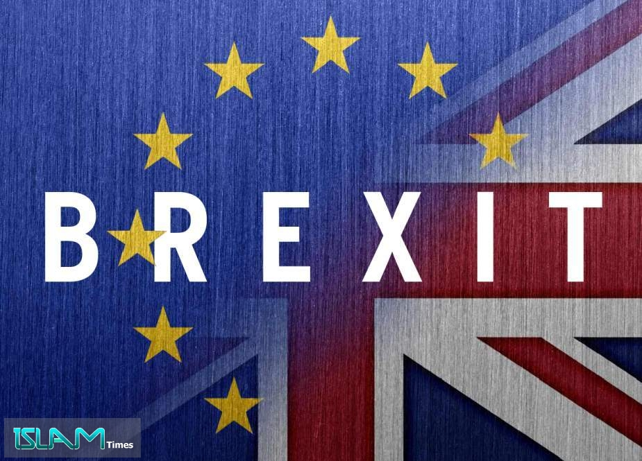 Brexit or Not? Masters of Manipulating Public Opinion
