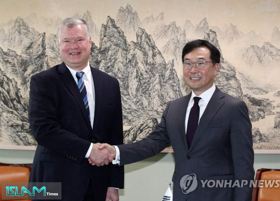 US special envoy for North Korea Stephen Biegun shakes hands with his South Korean counterpart, Lee Do-hoon