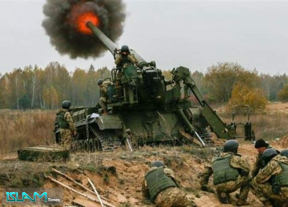 Ukrainian force conduct artillery fire against pro-independence forces in eastern Ukraine