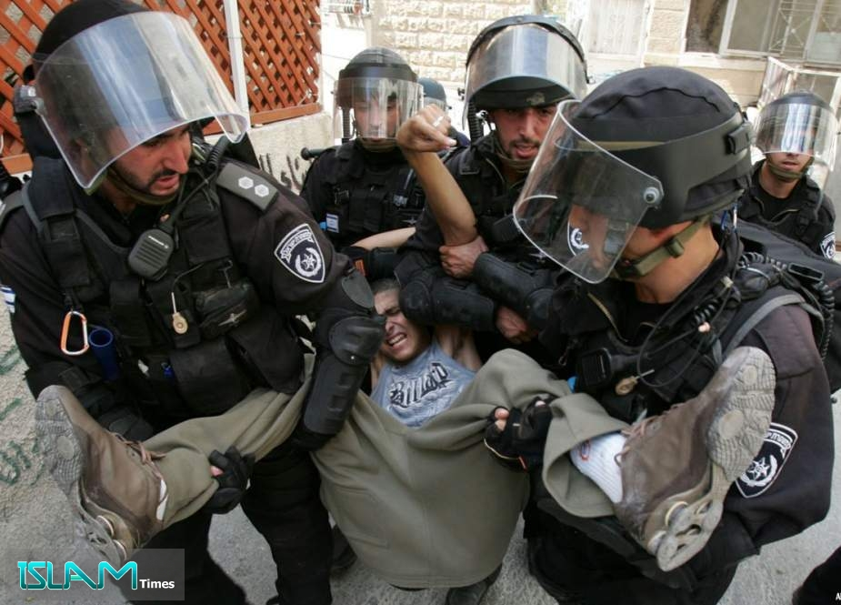 Israeli forces arrest six citizens in the West Bank