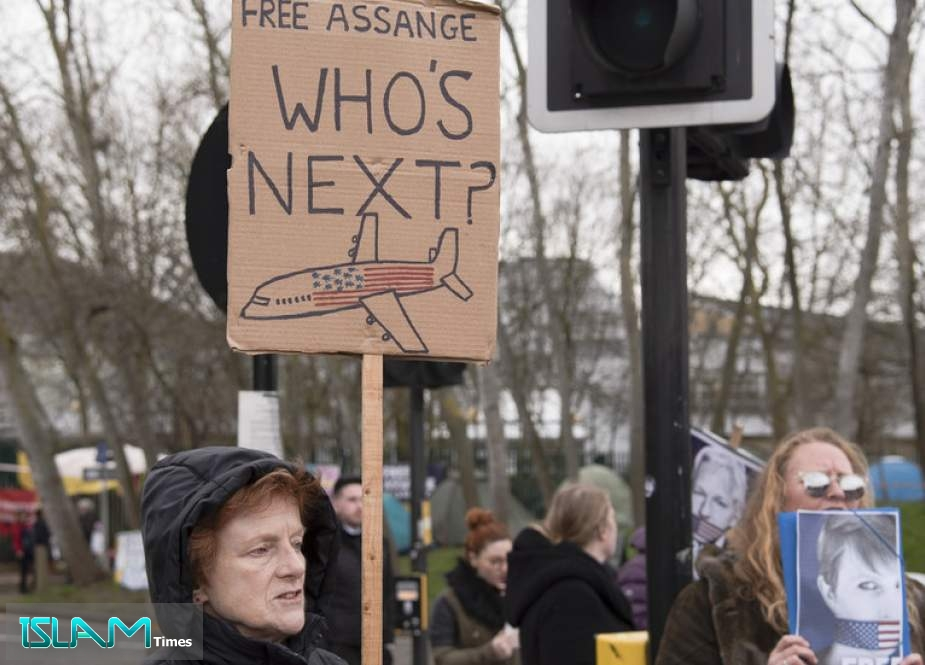Assange Extradition Hearing is Damocles Sword over Journalists' Heads. But UK Mainstream Media Participate in his Crucifixion