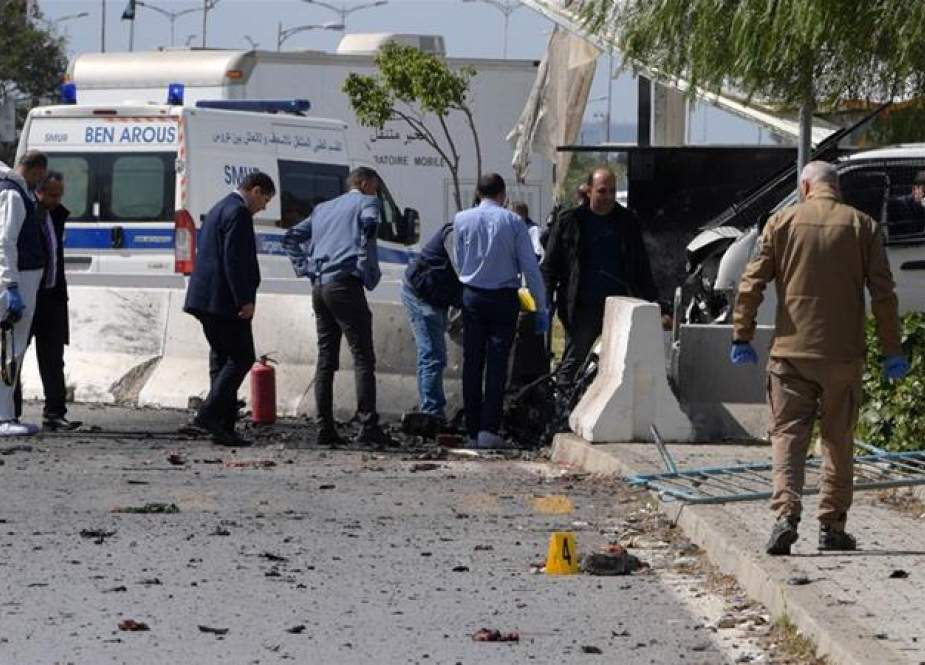 Tunisian police inspect scene of the blast in Tunis