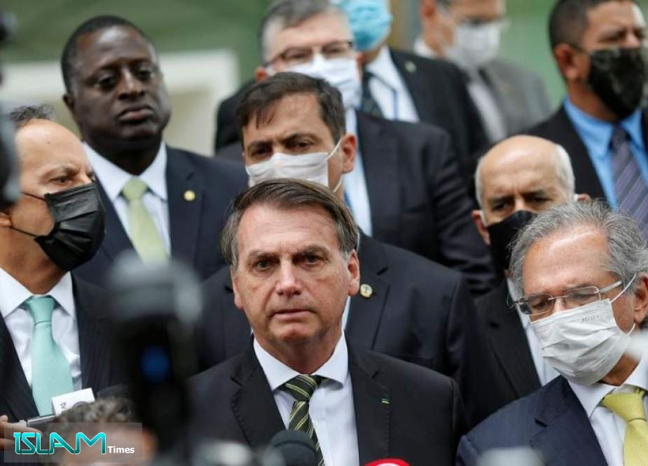 Brazilian Protesters Demand Removal of President over Virus Response