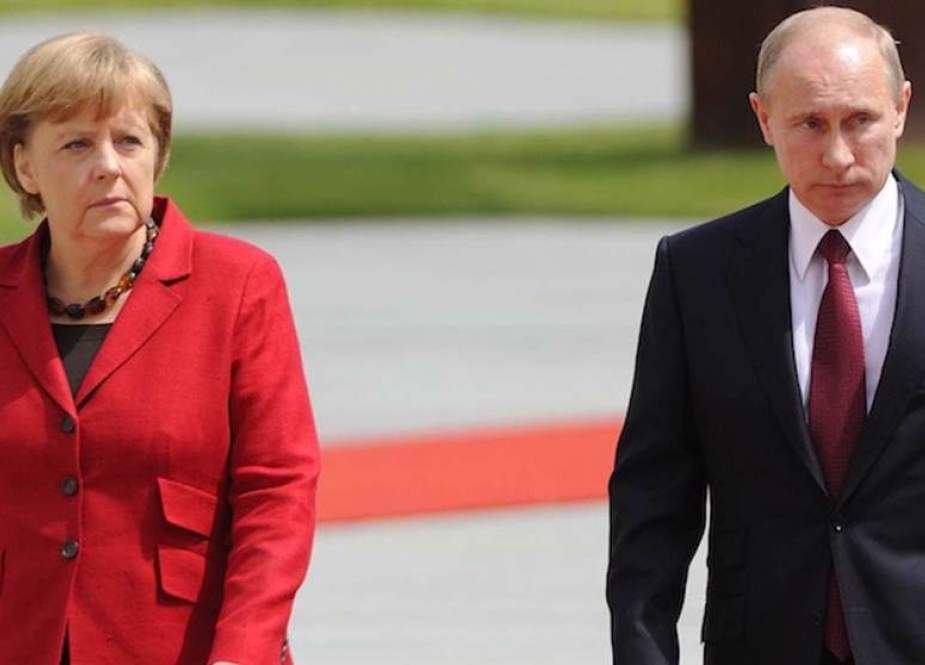 Russian President Vladimir Putin and German Chancellor Angela Merkel.jpg