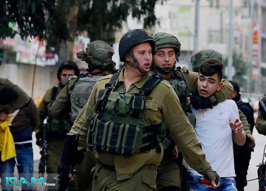 'Israeli' Occupation Forces Arrest 11 Palestinians In the Occupied West Bank