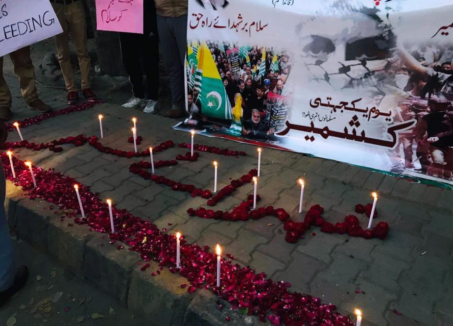 پیشاهنگی به پاس شهدای کاشمر تحت حمایت سازمان دانش آموزی لشکر امام لشکر امام (ره) و شمع ها روشن می شود.