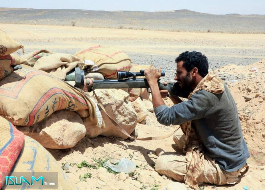 A fighter with forces loyal to Yemen