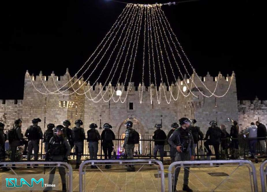 Israeli forces stand guard outside the Damascus Gate in Jerusalem al-Quds's Old City, 27 April 2021.